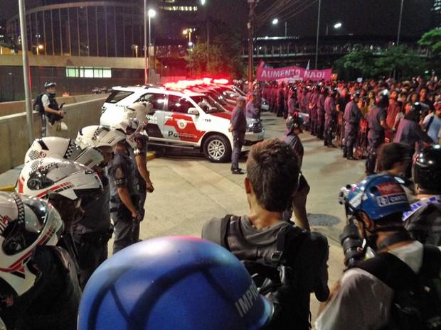 Terminal Pinheiros MPL manifestação (Foto: Marcelo Mora/G1)
