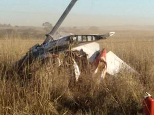 Avião cai em fazenda de Rio Verde, Goiás (Foto: Reprodução/ TV Anhanguera)
