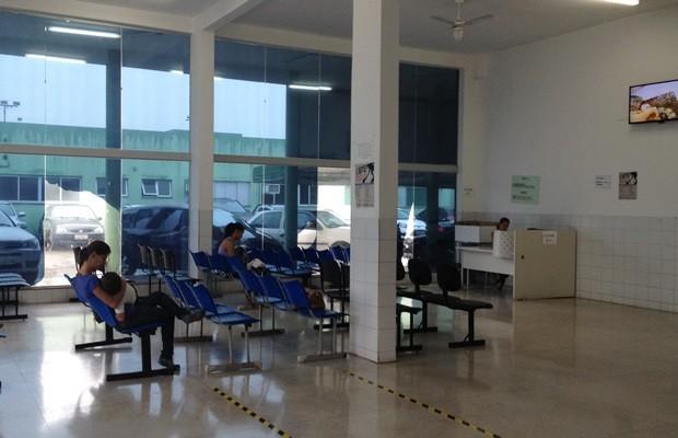 Cais Campinas atende apenas urgências desde julho, mas servidora diz que faltam médicos (Foto: Fernanda Borges/G1)
