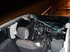 Carro de passeio tem teto arrancado após batida contra caminhão na BA