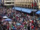 Compradores lotam a região da Rua 25 de Março a dois dias do Natal