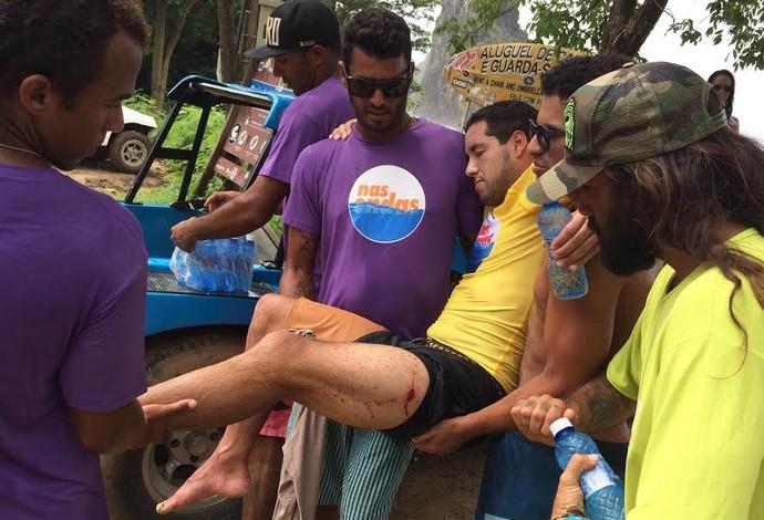 Adriano de Souza Mineirinho corte Fernando de Noronha (Foto: David Abramvezt)