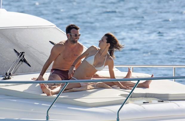Alessandra Ambrosio e Jamie Mazur (Foto: Grosby Group)