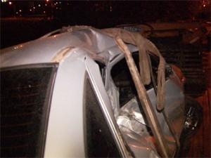 Carro é arrastado por tem em Hortolândia, SP (Foto: Reprodução EPTV)