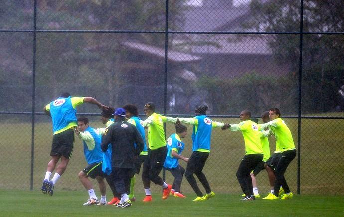 jogadores no treino da Seleção (Foto: Mowa Press)