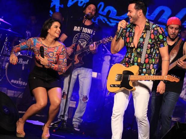 Mari Antunes, do Babado Novo, e Alexandre Peixe em show em Salvador, na Bahia (Foto: Sércio Freitas/ Ag. Sércio Freitas/ Divulgação)