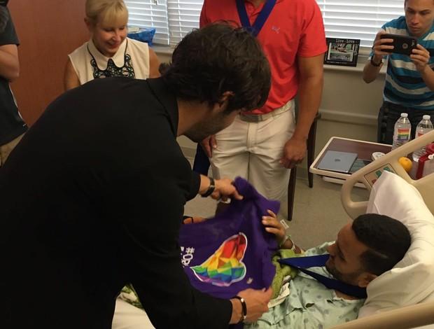 BLOG: Kaká visita vítimas do atentando em Orlando ao lado de Shaquille O'Neal