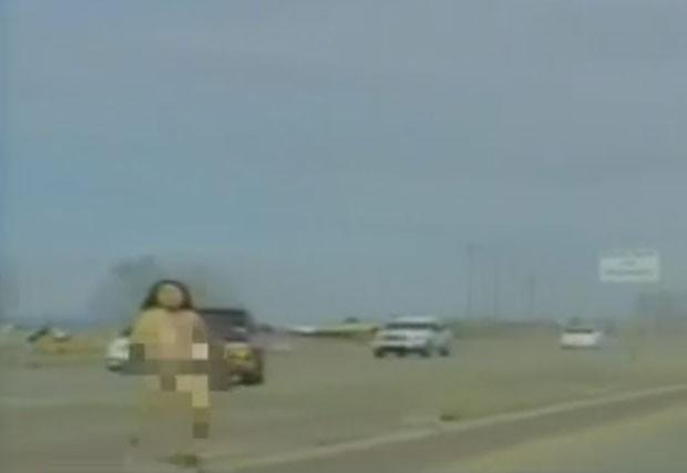 Motorista fugiu nua após bater o carro durante perseguição policial  (Foto: MSNBC)
