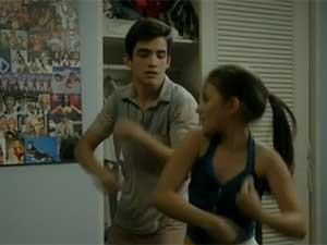 Claudia dançando (Foto: Boogie Oogie/ Rede Globo)