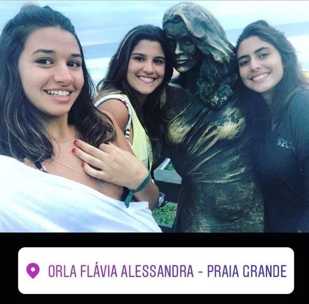 Giulia Costa e amigas (Foto: Instagram / Reprodução)