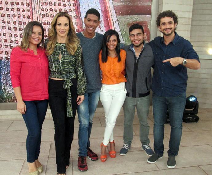 Convidados do programa com os apresentadores  (Foto: Paula Santos/Gshow)