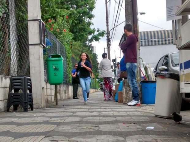 ENEM 2015 - SÁBADO (24) - MOGI DAS CRUZES - Estudantes que chegaram em cima da hora correm em Mogi das Cruzes. (Foto: Fernanda Ribeiro/G1)