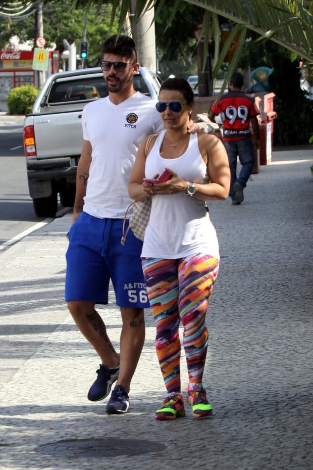 Radamés e Viviane Araujo (Foto: Marcos Ferreira - foto rio news)