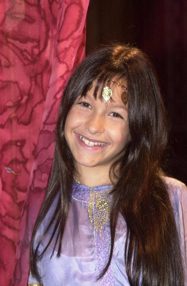 Carlas Dias com 11 anos em O Clone  (Foto: TV Globo)