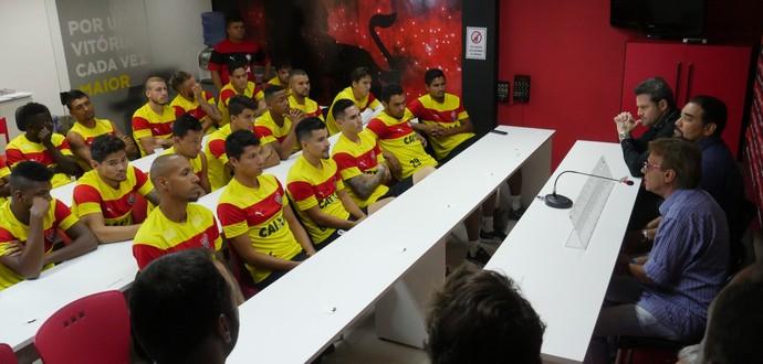 reunião elenco do Vitória com Argel (Foto: R. Santin / EC Vitória)