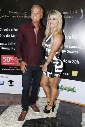 Kadu Moliterno e a namorada, Cristianne Rodriguez, em estreia de peça na Zona Sul do Rio (Foto: Ag. News)
