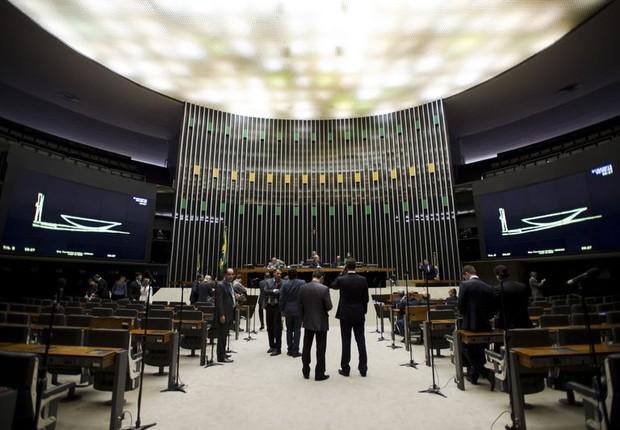 Plenário da Câmara praticamente vazio nesta sexta-feira, 1° de abril (Foto: Marcelo Camargo/Agência Brasil)