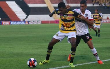 Fernandinho, lateral Botafogo-SP (Foto: Rogério Moroti / Agência Botafogo)