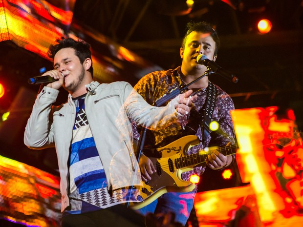 Matheus & Kauan misturaram estilos em um show empolgante em Barretos, SP (Foto: Mateus Rigola/G1)