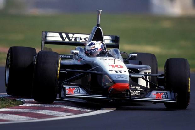 David Coulthard foi o primeiro a vencer com a McLaren flecha de prata, em 1997 (Foto: Divulgação)