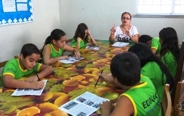 Escola cria 'jornalzinho' para incentivar o hábito de leitura (Foto: Roraima TV)