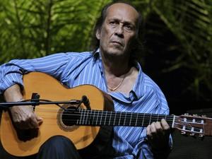 Paco de Lucía ensaira para a Bienal do Flamenco, em Sevilla, em 9 de outubro de 2010 (Foto: Marcelo del Pozo/Reuters)