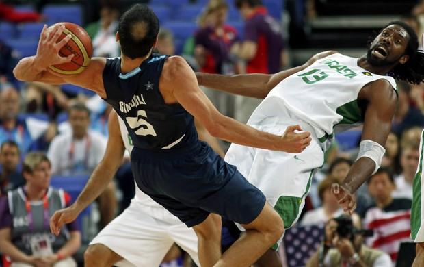 Nenê e Ginobili Brasil x Argentina basquete Jogos de Londres (Foto: Mike Segar/Reuters)