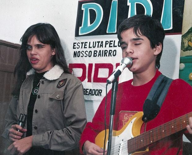 Edu e a irmã Simone se apresentavam juntos na adolescência (Foto: Arquivo Pessoal)