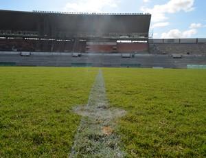 Almeidão, gramado (Foto: Amauri Aquino / GloboEsporte.com/pb)