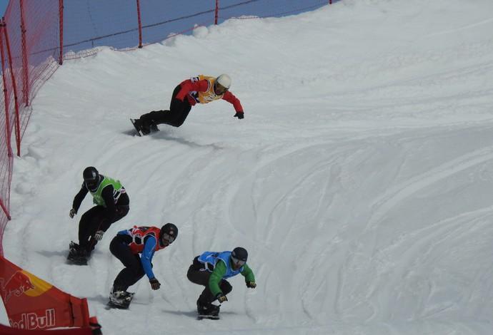 Curva na descida é um desafio para os competidores (Foto: Thierry Gozzer)