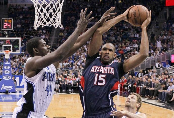Horford e Nicholson, NBA, Atlanta Hawks e Orlando Magic (Foto: AP)