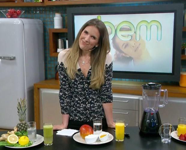 Mariana Ferrão ensina a fazer sucos detox (Foto: Mais Você / TV Globo)
