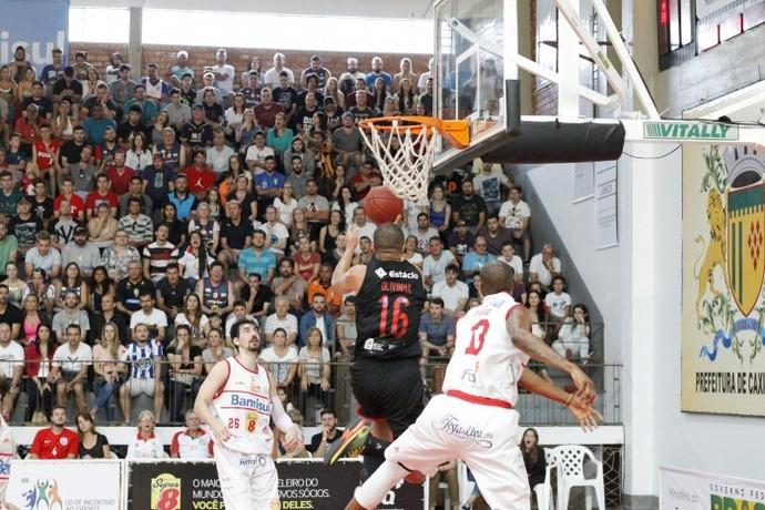 Olivinha foi o cestinha com 29 pontos (Foto: Marcus Bueno/Divulgação)