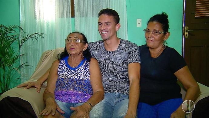 ABC - Cleiton, zagueiro - família (Foto: Reprodução/Inter TV Cabugi)