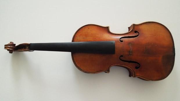 Raro violino Stradivarius roubado em 1980 foi encontrado 35 anos depois pelo FBI (Foto: FBI/AP)
