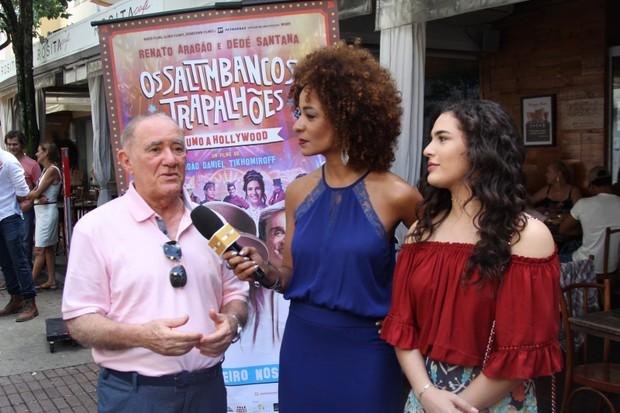 Renato e Livian Aragão dão entrevista (Foto: Ag.News)