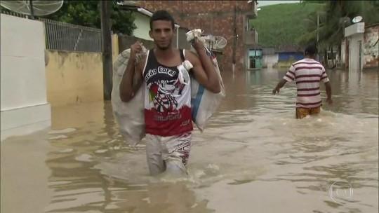 Chuva tira 30 mil de casa em PE; há 2 mortos e 2 desaparecidos