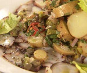 Salada de polvo com batata e picles