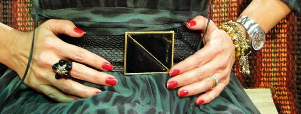 Acessórios neutros são uma boa pedida para combinar com estampas de bichos (Foto: Encontro com Fátima Bernardes/TV Globo)