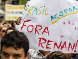 Protesto contra deputado Marco Feliciano (PSC) e senador Renan Calheiros (PMDB) em Curitiba (Foto: Joka Madruga/Estadão Conteúdo)