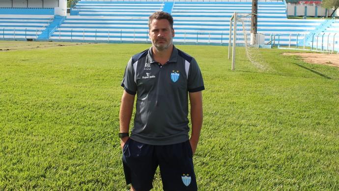 Júlio Sérgio - técnico do Crac (Foto: Fernando Vasconcelos / GloboEsporte.com)