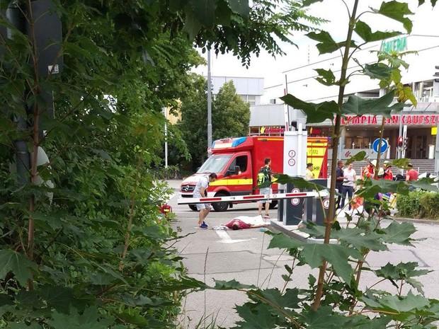 Movimentação em frente a shopping onde houve tiroteio em Munique (Foto: Reprodução/Twitter/Myyra5 )