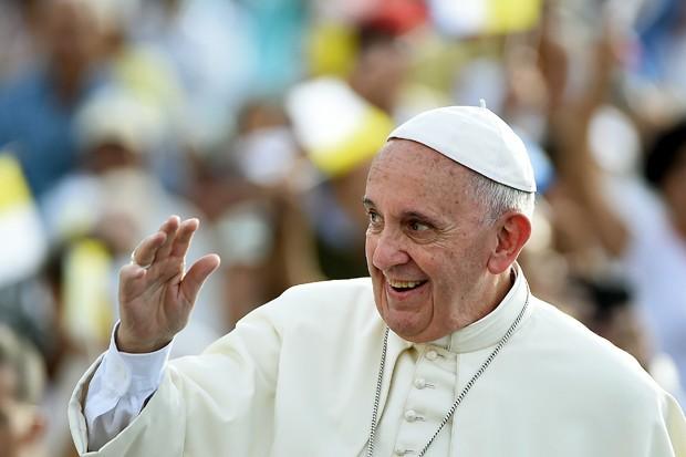 Papa Francisco chega à Praça da Revolução durante visita à Cuba neste domingo (20) (Foto: Filippo Monteforte/AFP)