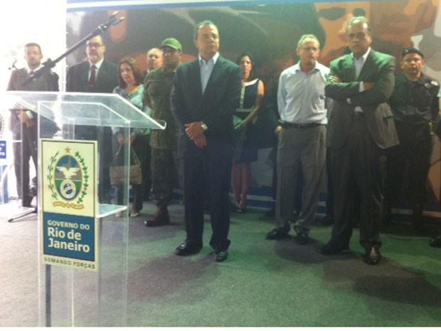 Governador do Rio, Sérgio Cabral, e secretário de Segurança Pública participam de cerimônia (Foto: Mariucha Machado / G1)