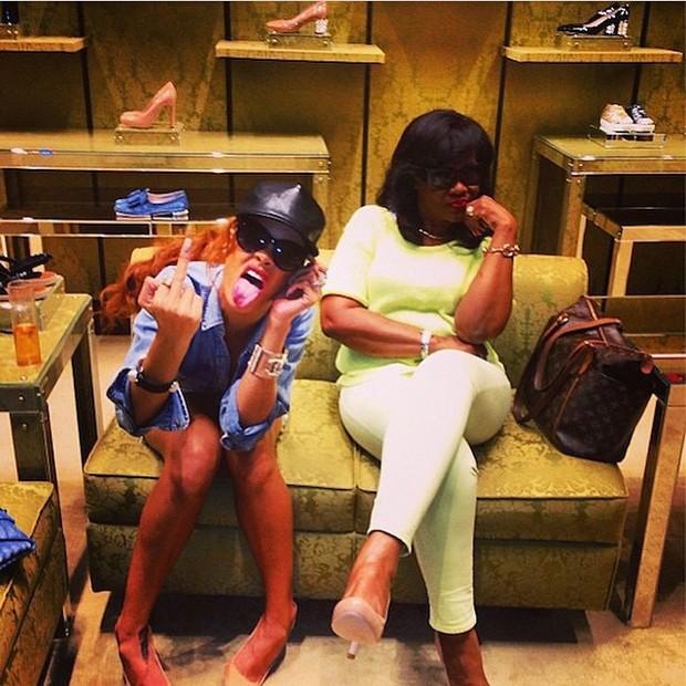 Rihanna com mãe, Monica Fenty (Foto: Instagram/ Reprodução)