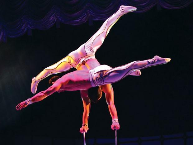 O acrobata Ambra Yadamatso, do circo Tihany, em Campinas (Foto: Lana Torres / G1)
