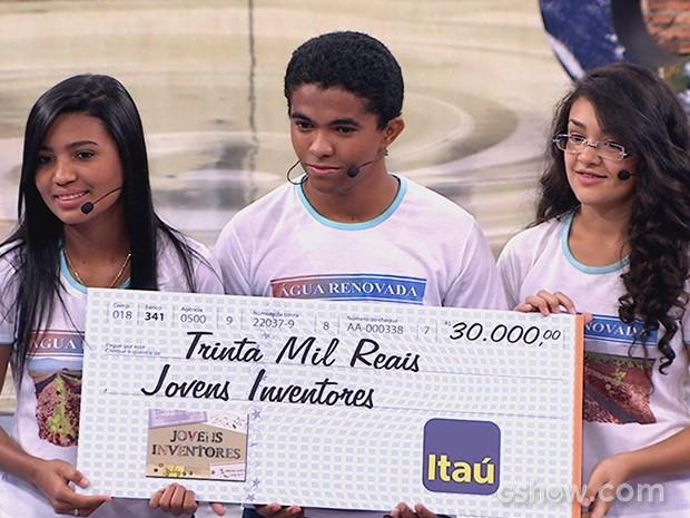 Jovens inventores: Adelaida Laleska, Francisco Junior e Larissa Brenda (Foto: TV Globo/Caldeirão)