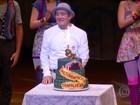 Renato Aragão faz 80 anos e ganha homenagem surpresa no teatro