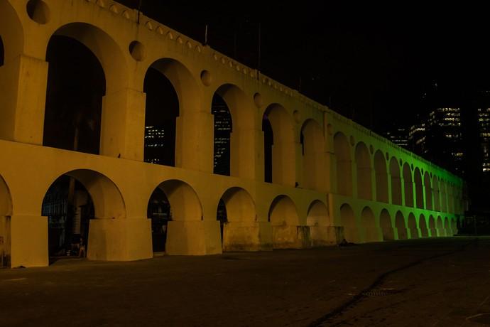 Arcos da Lapa iluminado verde e amarelo 100 dias para as olimpíadas (Foto: Renato Sette Camara/Prefeitura do Rio)