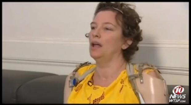 Katy Hayes, em reportagem da emissora WTSP, afiliada da rede CBS (Foto: Reprodução)